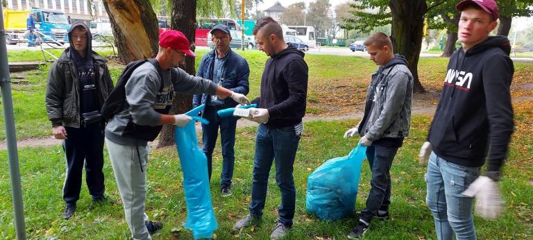 Sprzątanie Świata w Hufcu Pracy 15-2 w Krotoszynie