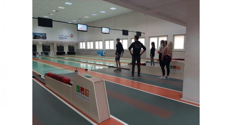 Zajęcia sportowe na kręgielni w Gostyniu