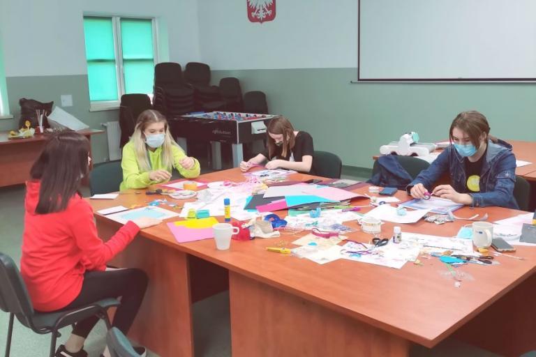 Grajewo: Kreatywny piątek w Hufcu Pracy – Warsztaty scrapbookingu
