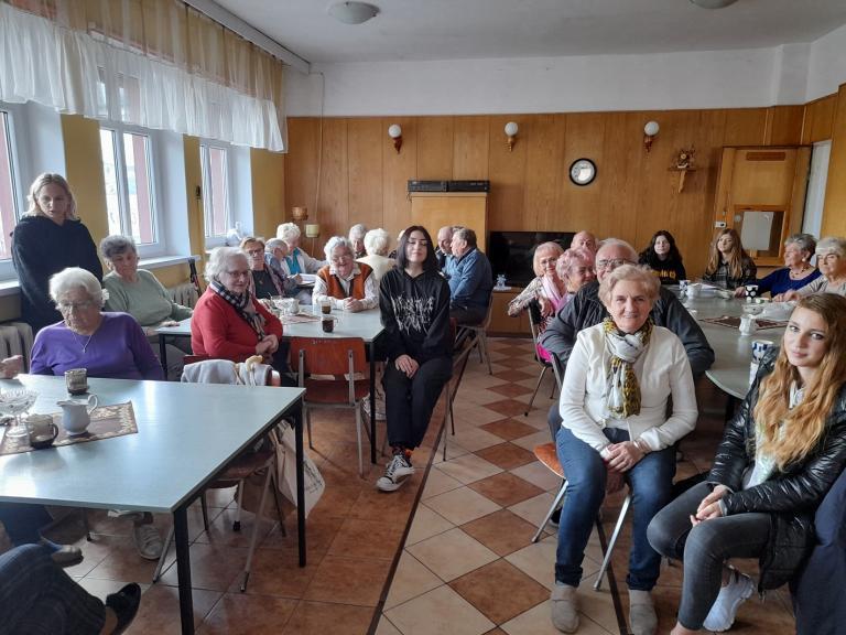 Rada Młodzieży i Klub Aktywnych 15-33 Hufca Pracy w Czarnkowie w Klubie Seniora