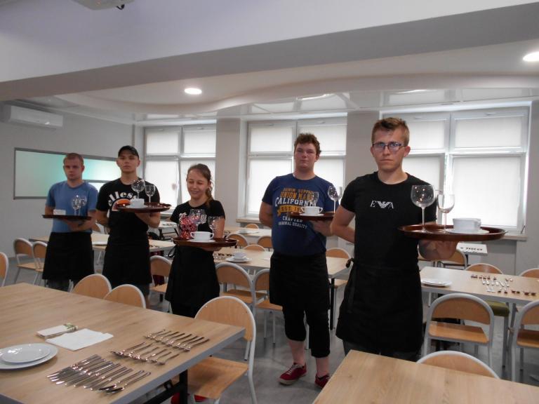"""Szkolenie zawodowe """"Kelner z elementami baristy"""" w CEiPM w Kaliszu"""