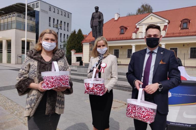 Białystok: Rozdajemy dla podlasian tysiące kotylionów na majówkę