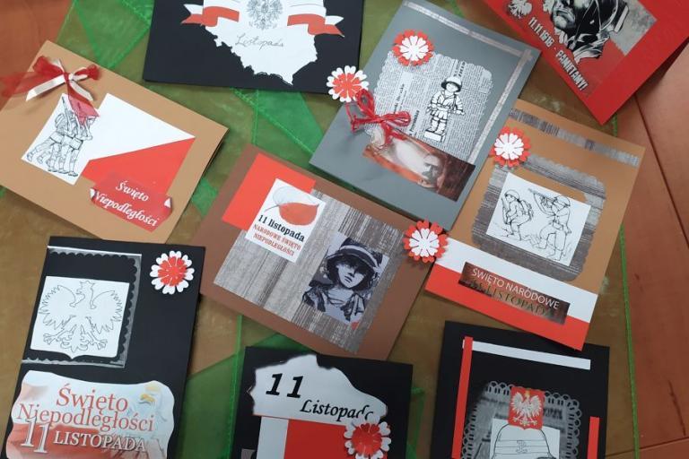 Zambrów: Kartki z biało-czerwonymi pozdrowieniami