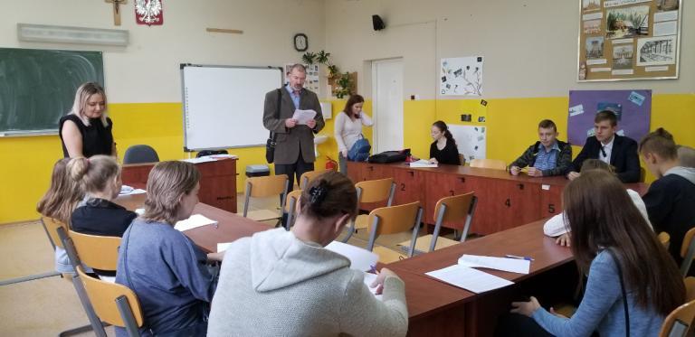 Łomża: Pierwsze zajęcia w klasie pierwszej w Jedwabnem