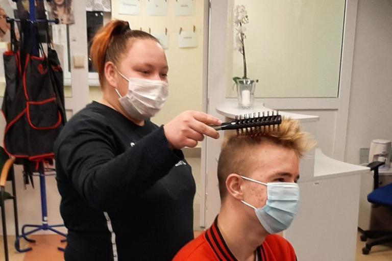 Wasilków: Ty też potrafisz – zajęcia w pracowni fryzjerskiej