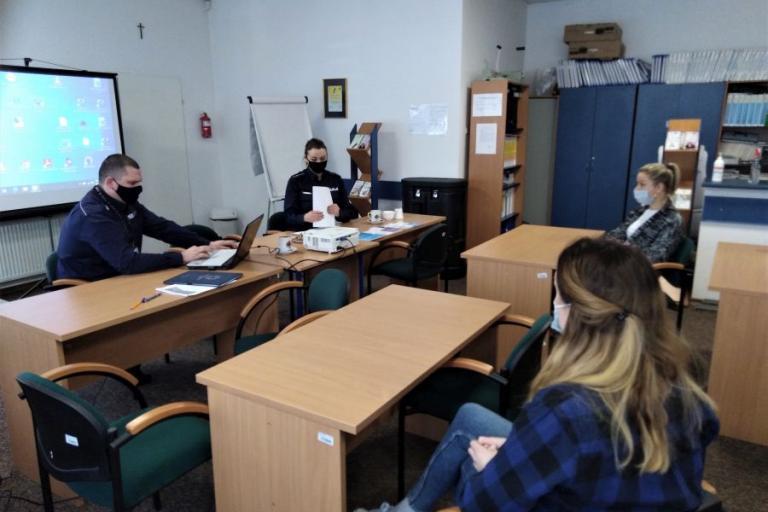 Łomża: Procedura Niebieskiej Karty – Szkolenie kadry wychowawczej