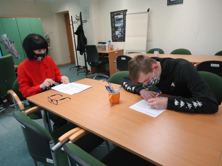 Zambrów: Indywidualne doradztwo zawodowe dla nowoprzybyłych uczestników Hufca Pracy