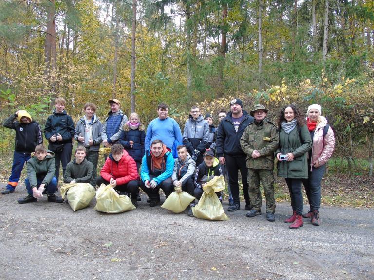 Aktywni z OSiW w Szamocinie w ochronie lasu