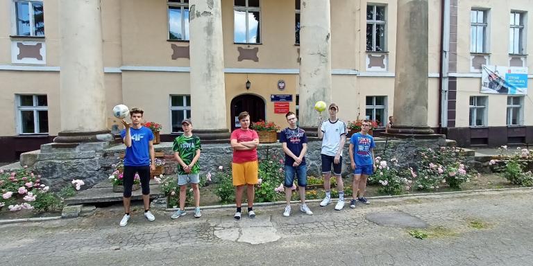 Konkurs w ramach Akcji Lato – żonglerka piłką nożną w OSiW w Niechanowie