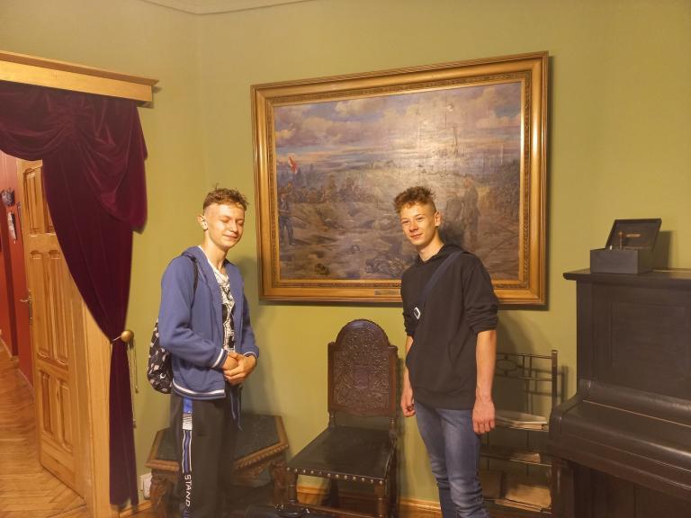 Uczestnicy Hufca Pracy we Wrześni w Muzeum Regionalnym im. Dzieci Wrzesińskich