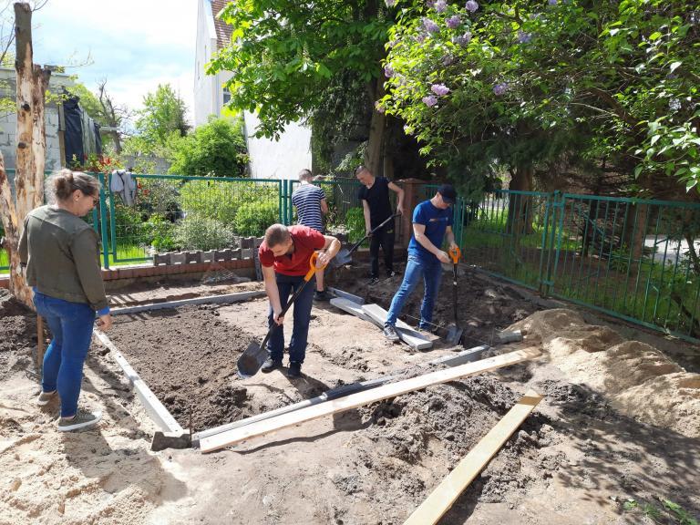 Prace w mini – ogrodzie ciąg dalszy