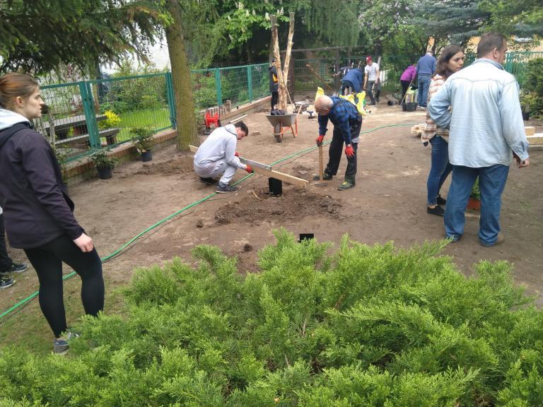 Kończymy prace w mini-ogrodzie!