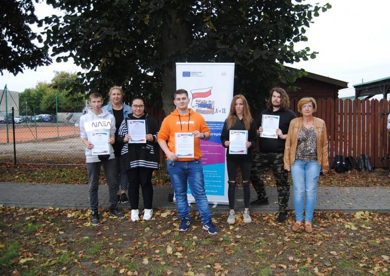 """Certyfikaty Youthpass rozdane – Europejski Korpus Solidarności projekt """"Polska w Europie"""""""