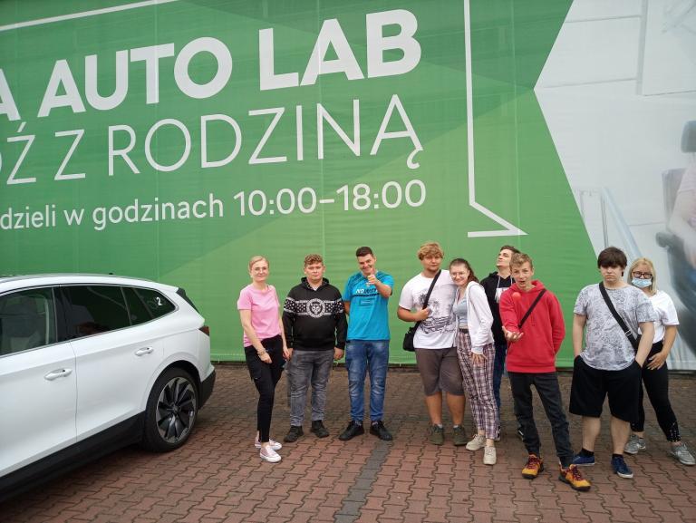 Uczestnicy Hufca Pracy w Wolsztynie z wizytą w laboratorium bezpiecznej jazdy