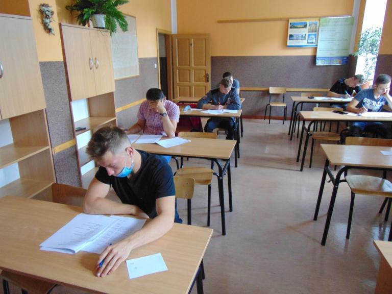 Konsultacje i próbny egzamin w 16-11 HP Dębno