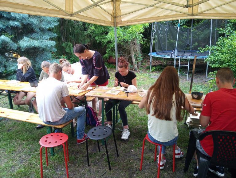 Młodzież z wolsztyńskiego Hufca Pracy na warsztatach rękodzielniczych