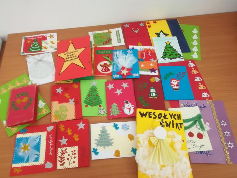 Święta Bożego Narodzenia przychodzą wraz z kartką z życzeniami