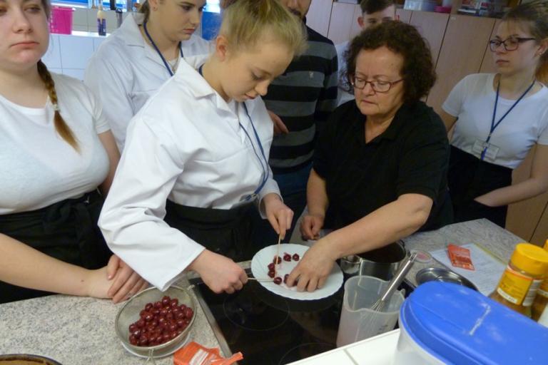 Łomża: Wariacje cukiernicze uczestników na stażu zagranicznym
